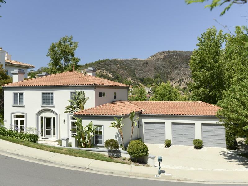 Vivienda unifamiliar por un Venta en 3547 Cordova Drive Calabasas, California 91302 Estados Unidos