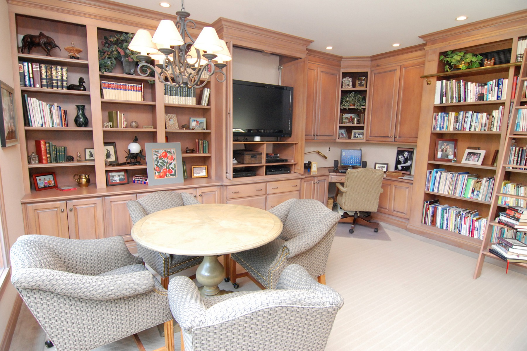 Additional photo for property listing at Estate Like Home with 2 Residences 6778 Old Hunt Club Rd Zionsville, Indiana 46077 United States
