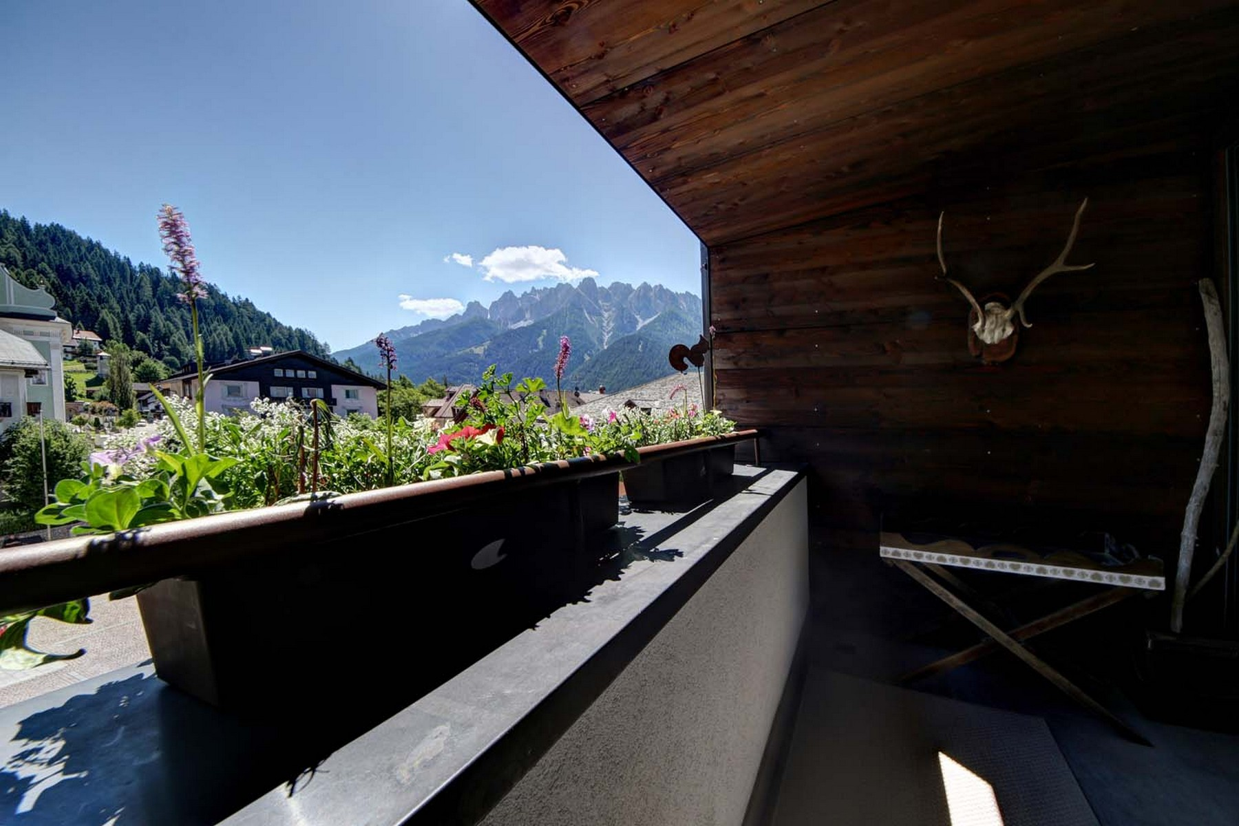 Additional photo for property listing at Enchanting apartment totally restore Dobbiaco Dobbiaco Toblach, Bolzano 39034 Italy