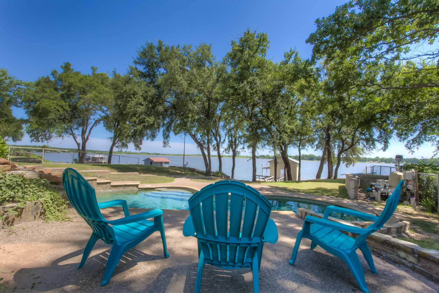 Villa per Vendita alle ore An Eagle Mountain Lake Gem 7070 Briar Road Azle, Texas, 76020 Stati Uniti