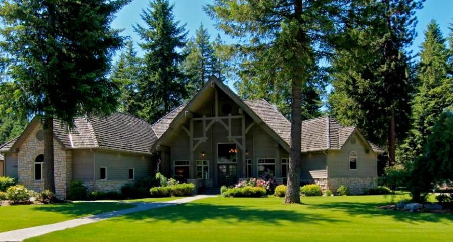 Casa Unifamiliar por un Venta en Dramatic Elegant Chalet 1732 E WOODSTONE DR Hayden, Idaho 83835 Estados Unidos