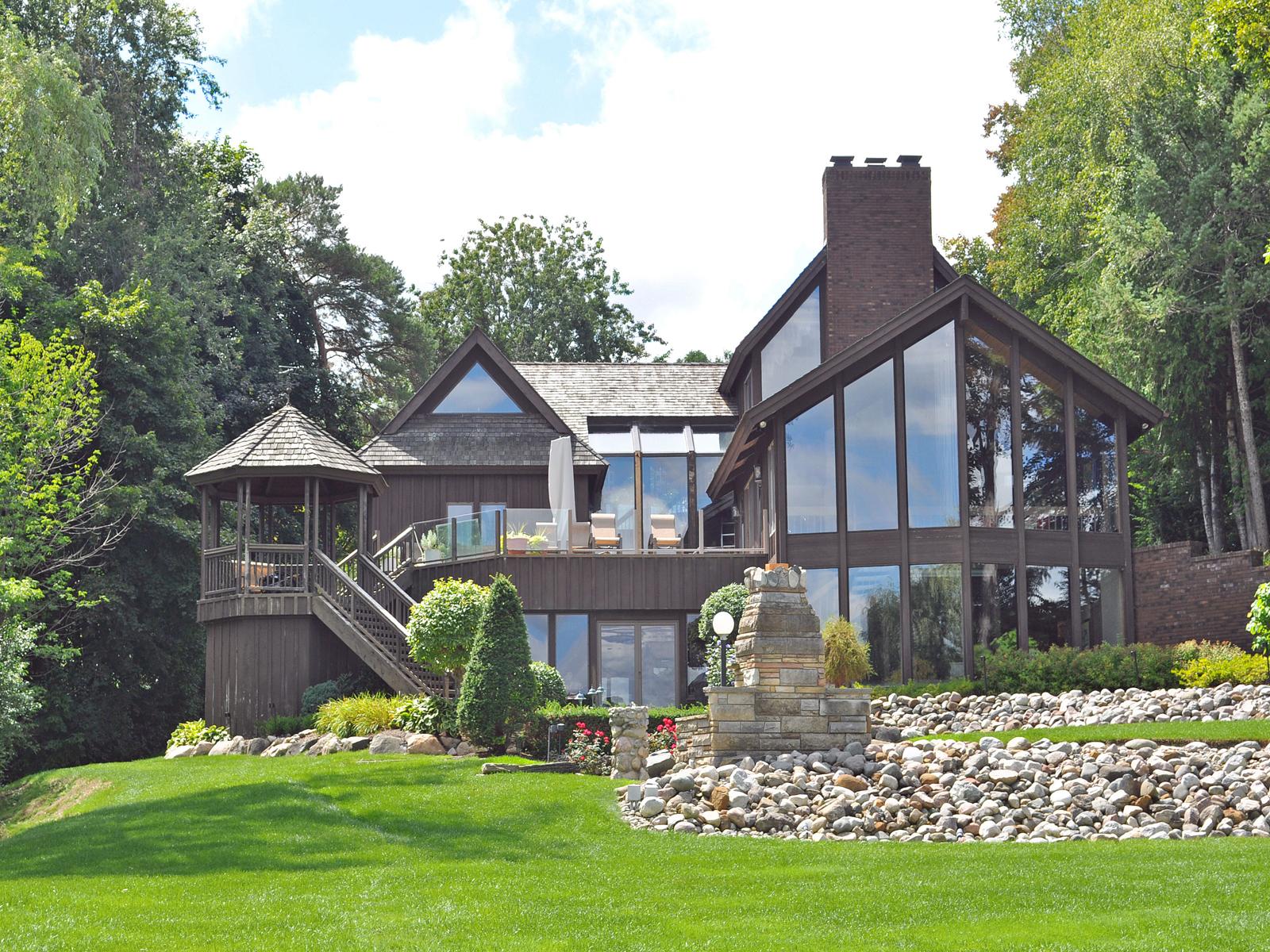 Maison unifamiliale pour l Vente à Lake Angelus 2392 Lake Angelus Lane Lake Angelus, Michigan 48326 États-Unis