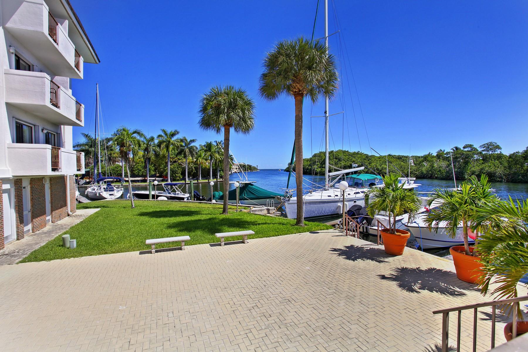 Condomínio para Venda às Gables Harbour 6901 Edgewater Dr #211 Coral Gables, Florida 33133 Estados Unidos