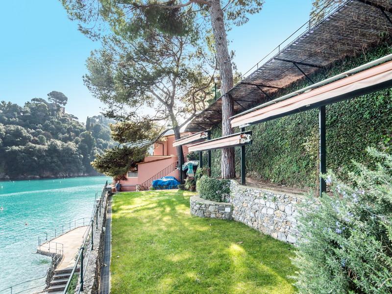 Additional photo for property listing at One-Of-A-Kind Pieds Dans L'Eau Villa in Portofino  Portofino, Genoa 16034 Italien