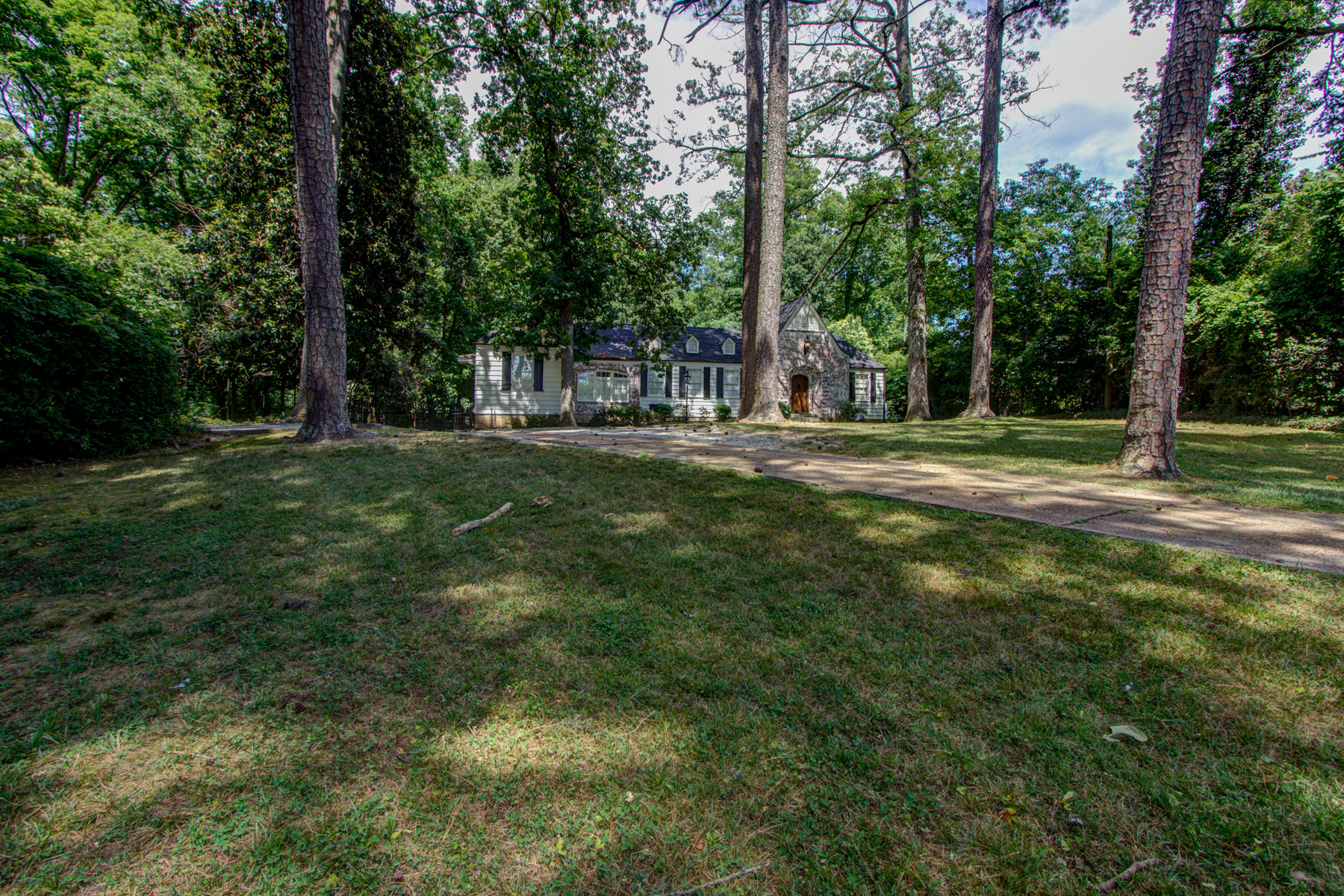 Additional photo for property listing at 3.3 Acre Buckhead Estate 3745 Wieuca Road Atlanta, Georgia 30342 Estados Unidos