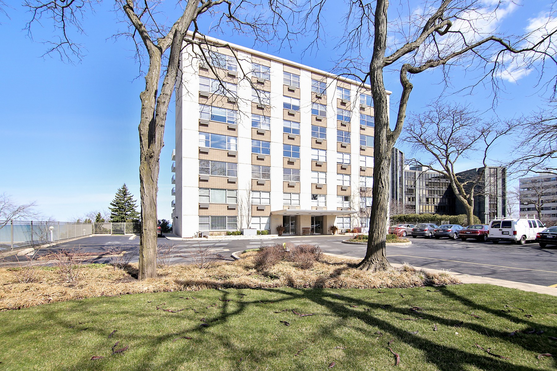 Condominium for Sale at Wonderful Fifth Floor Condo With Beautiful Lake Michigan Views 1440 Sheridan Road Unit 503 Wilmette, Illinois, 60091 United States