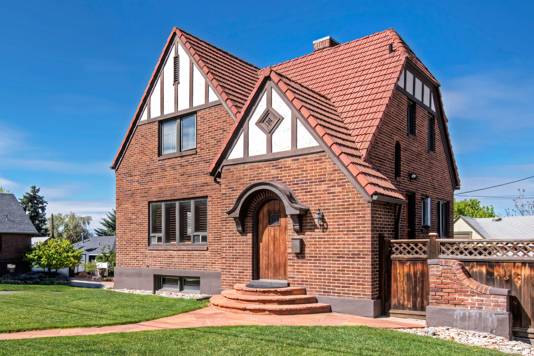 独户住宅 为 销售 在 Classic Sugarhouse Tudor 1520 South 1300 East 盐湖城市, 犹他州, 84105 美国