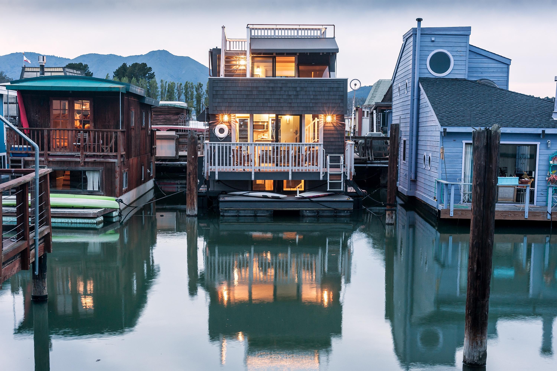 独户住宅 为 销售 在 Gorgeous Contemporary Floating Home 10 Main Dock Sausalito, 加利福尼亚州 94965 美国