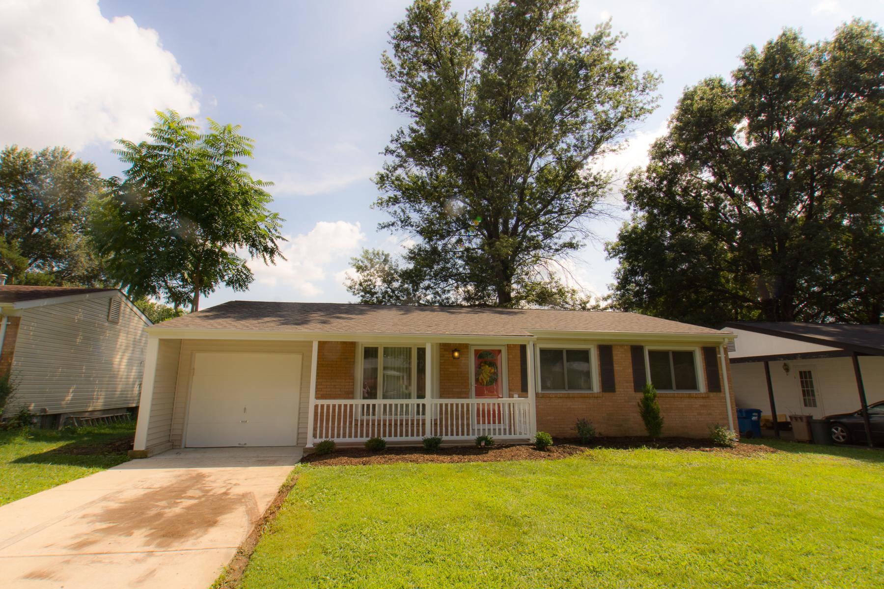Casa para uma família para Venda às Brookmont 11824 Brookmont Dr Maryland Heights, Missouri 63043 Estados Unidos