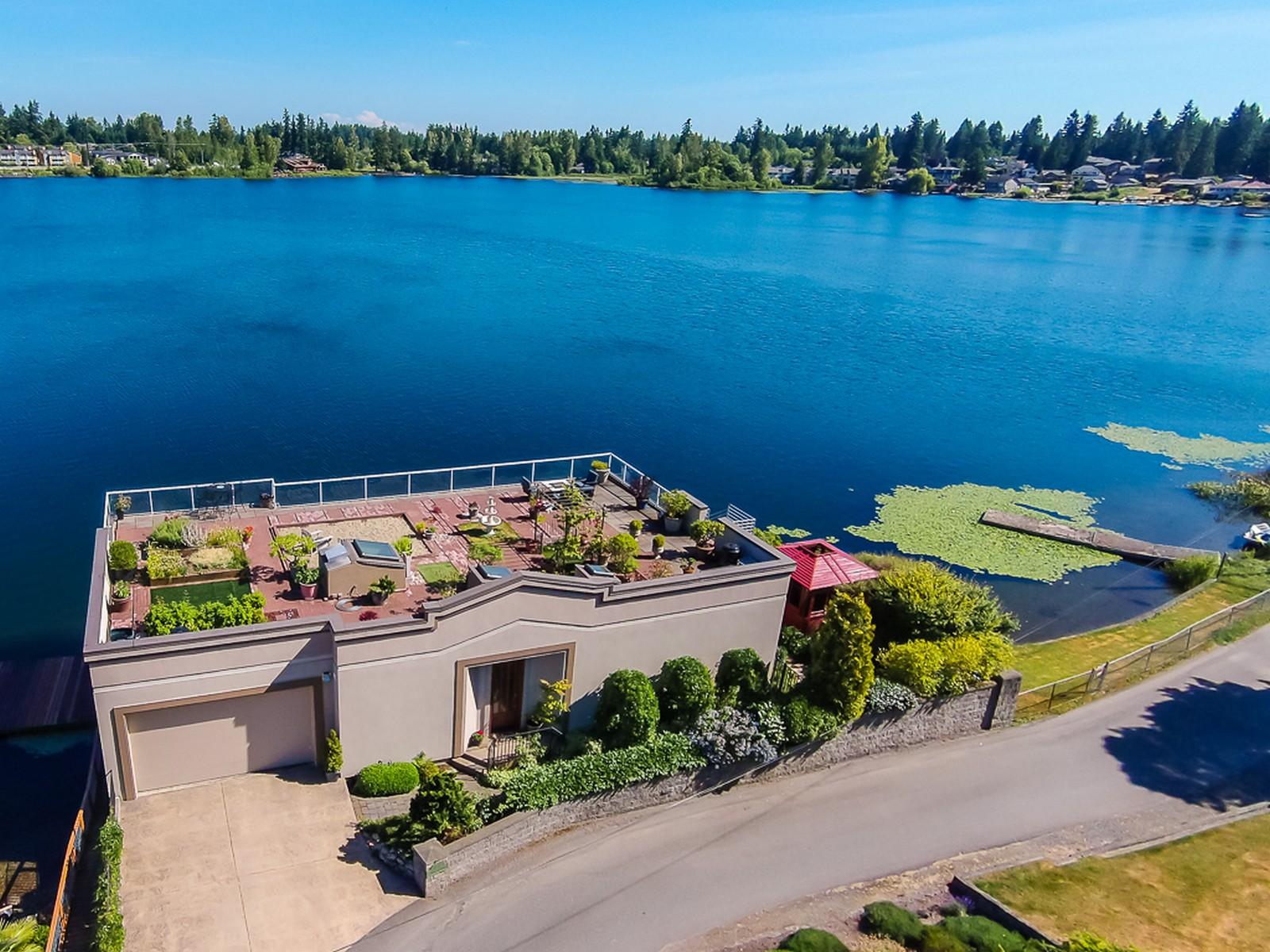 Casa para uma família para Venda às One-of-a-kind home in Silver Lake 11319 E Ibberson Dr Everett, Washington 98208 Estados Unidos