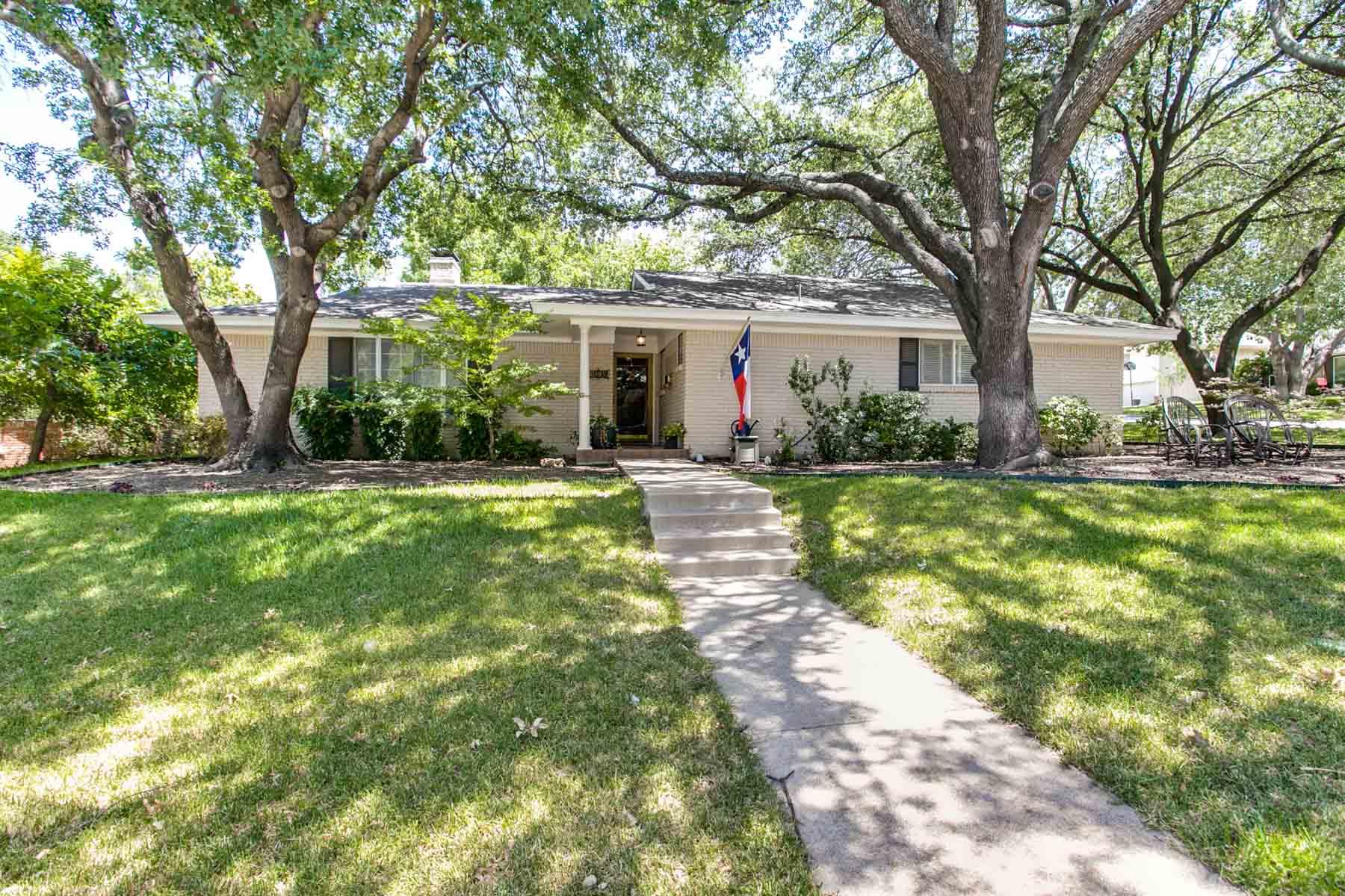 Tek Ailelik Ev için Satış at Ridgmar Ranch and Traditional Style 1809 Versailles Rd. Fort Worth, Teksas, 76116 Amerika Birleşik Devletleri
