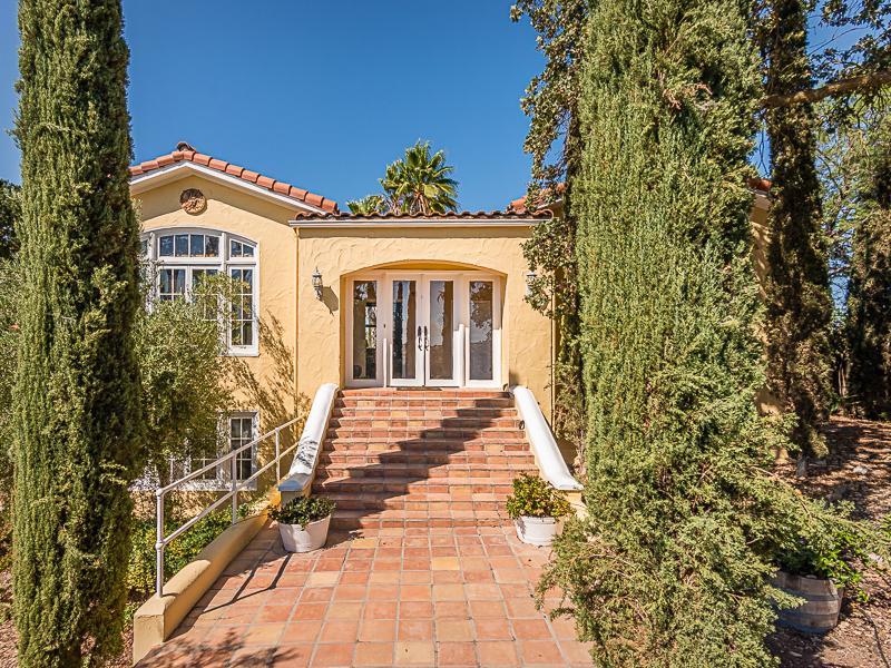 Casa Unifamiliar por un Venta en AMAZINGLY UNIQUE HOME 7220 Union Road Paso Robles, California 93446 Estados Unidos