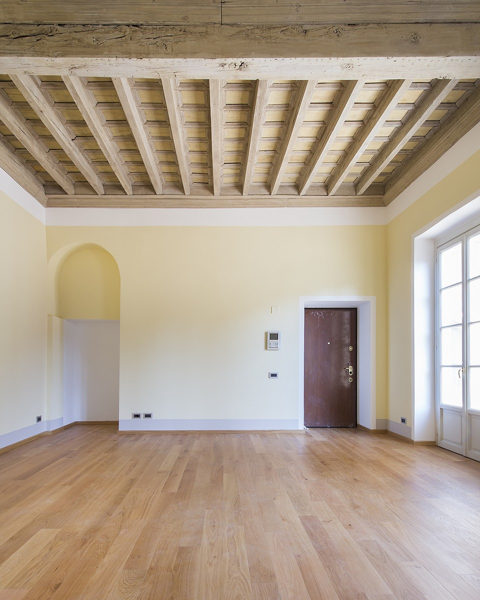 Additional photo for property listing at Finely renovated apartment in the historic center of Como Via Cinque Giornate Como, Como 22100 Italy