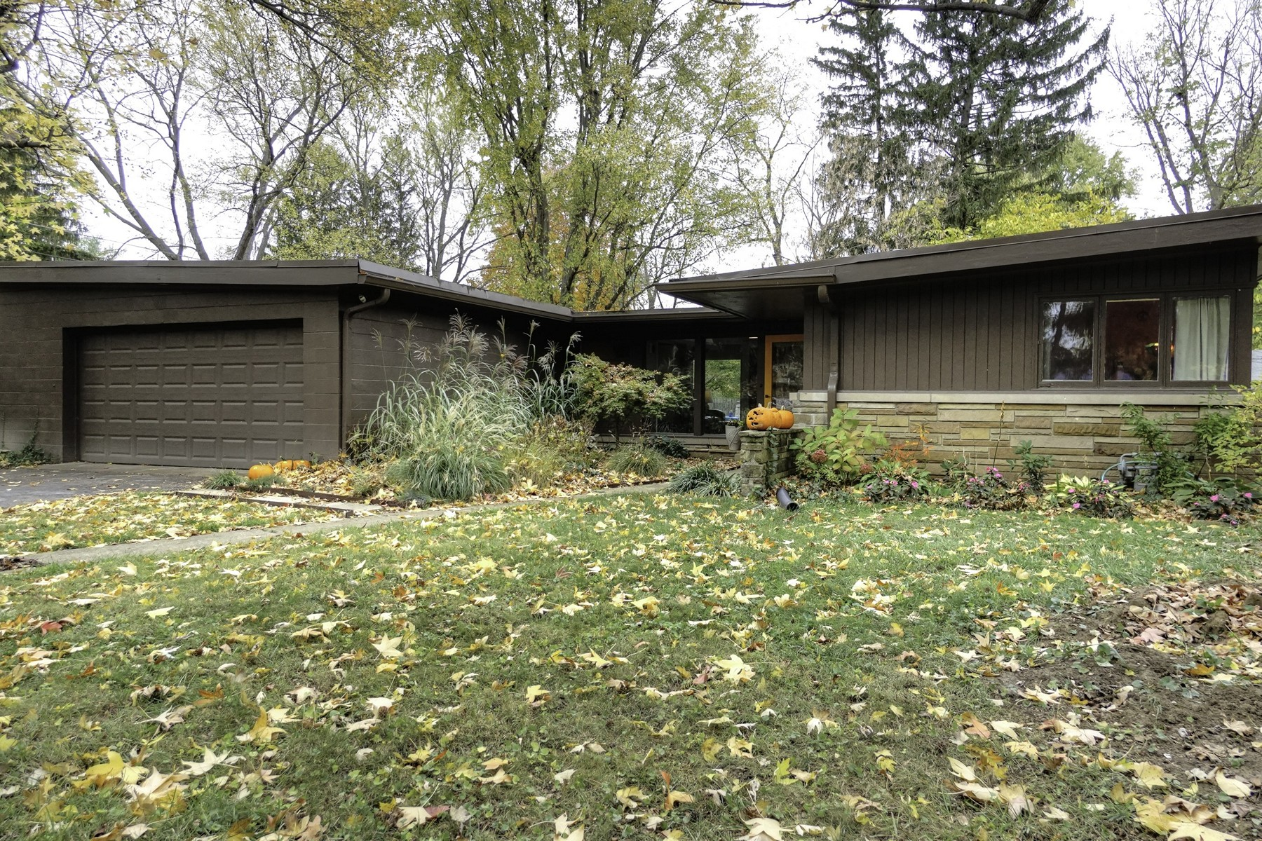 Single Family Home for Sale at Classic Mid-Century Modern 222 W. 73rd St. Indianapolis, Indiana 4620 United States