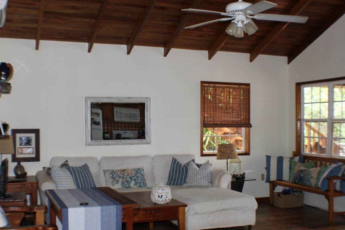 Additional photo for property listing at Oceanfront Home in Coco Plum Development Placencia, Stann Creek Belize