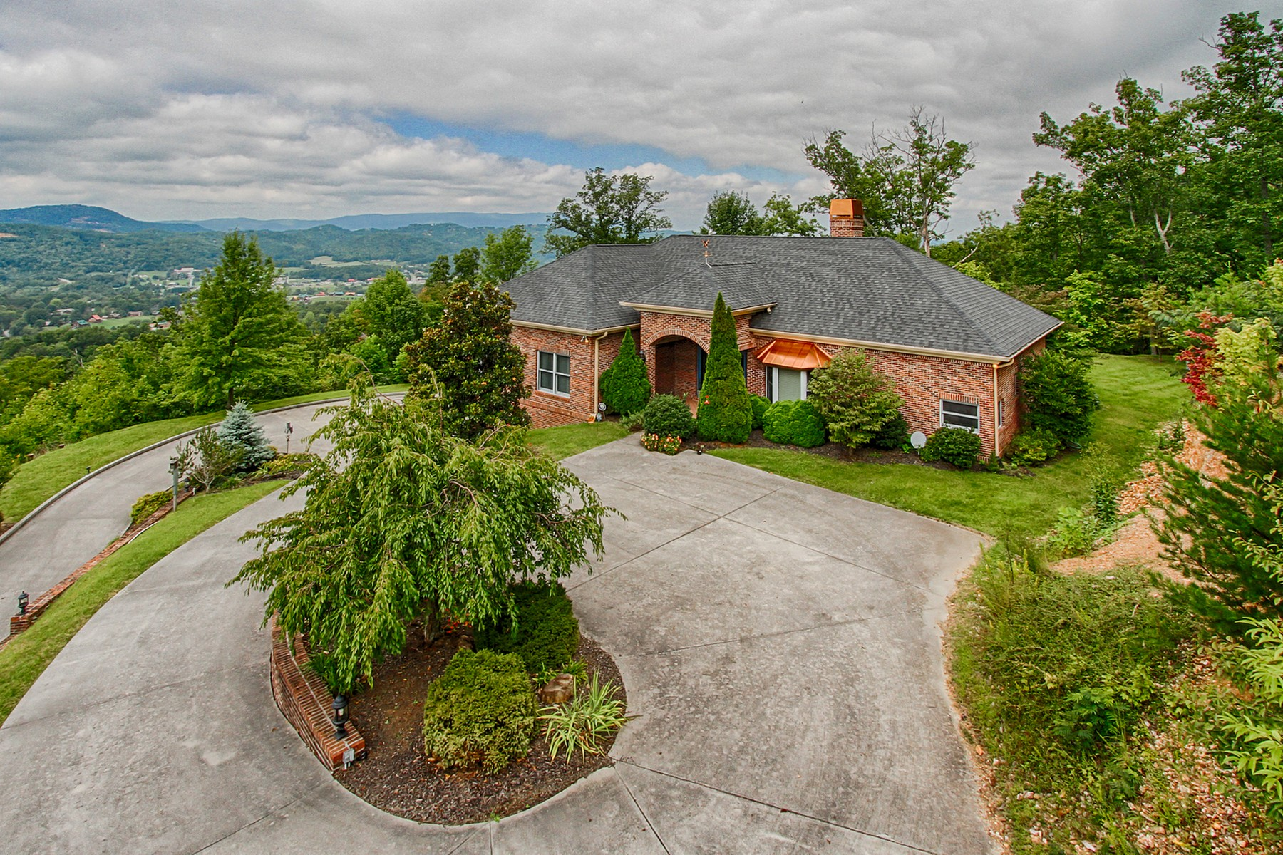 Single Family Home for Sale at Gorgeous Views of the Tennessee Smoky Mountains! 3121 Smokies Edge Road Sevierville, Tennessee 37862 United States