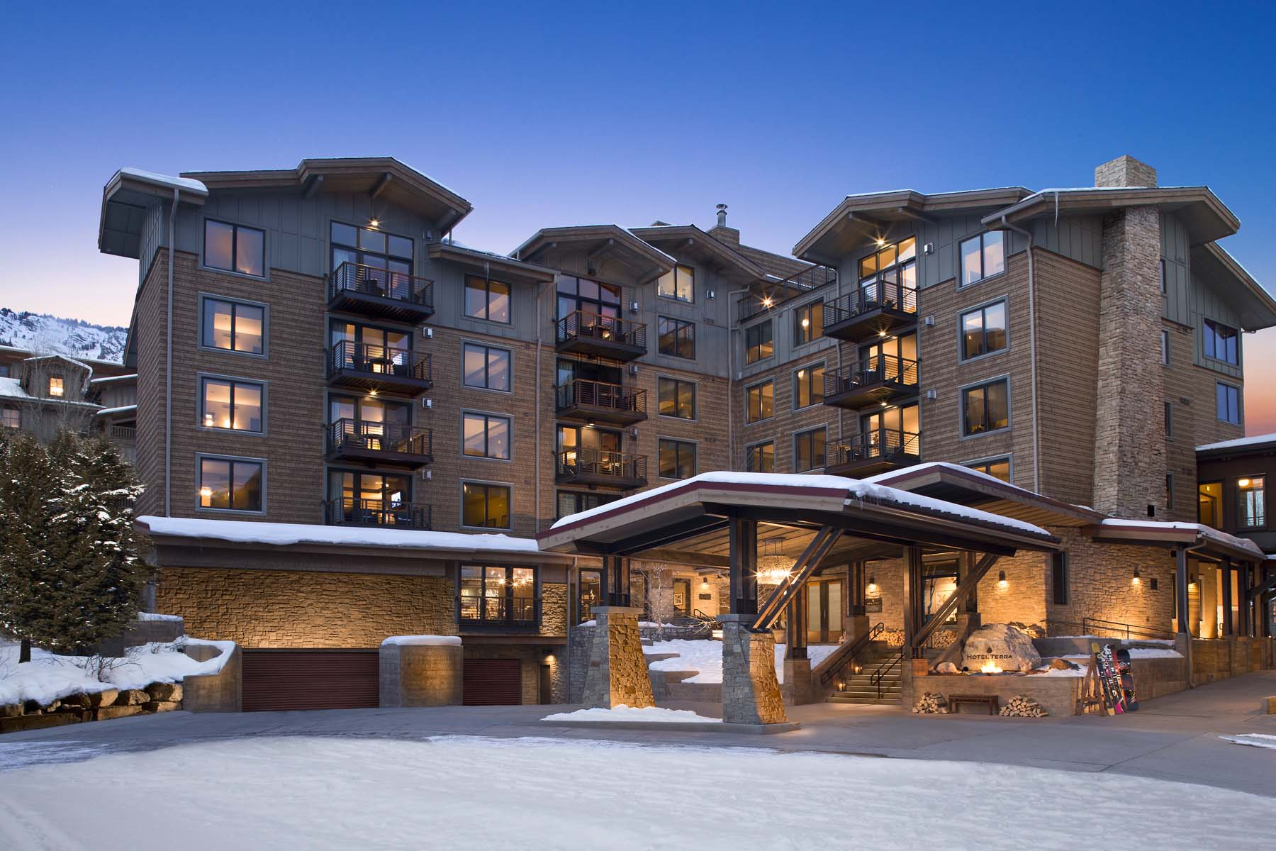 共管物業 為 出售 在 Slopeside 3 bedroom/4 bath condo 3325 W. Village Drive Unit 267 Teton Village, 懷俄明州, 83025 Jackson Hole, 美國