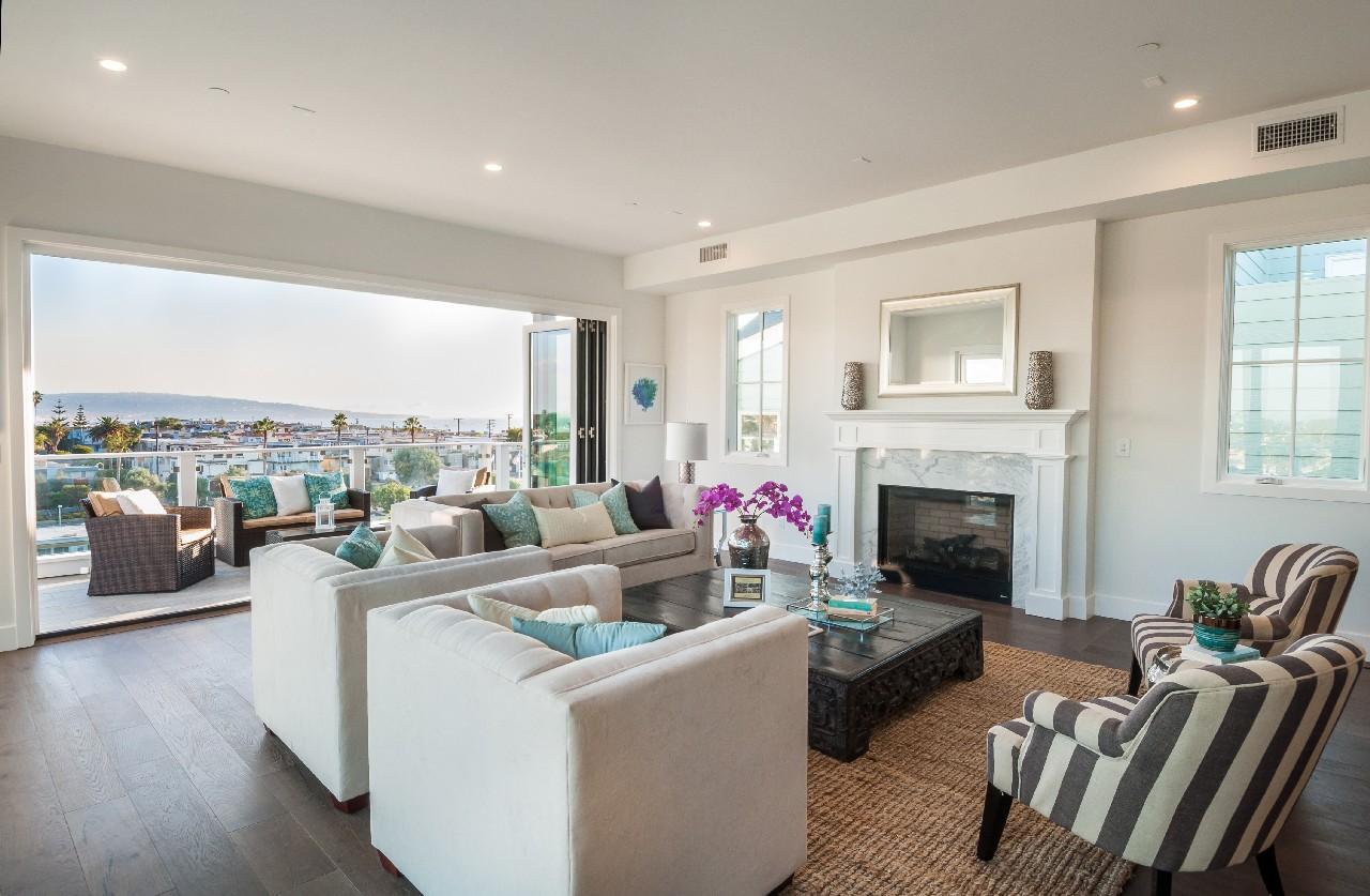 Частный односемейный дом для того Продажа на 2600 Grandview Ave Manhattan Beach, Калифорния, 90266 Соединенные Штаты