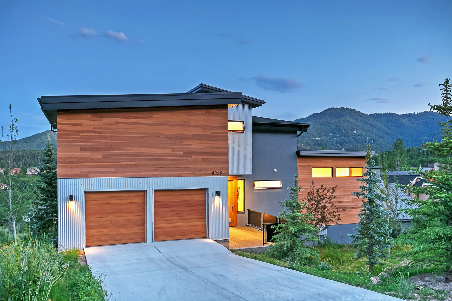 Vivienda unifamiliar por un Venta en Completely Remodeled Spectacular Contemporary Home With Spectacular Views 8958 N Northcove Dr Park City, Utah, 84098 Estados Unidos
