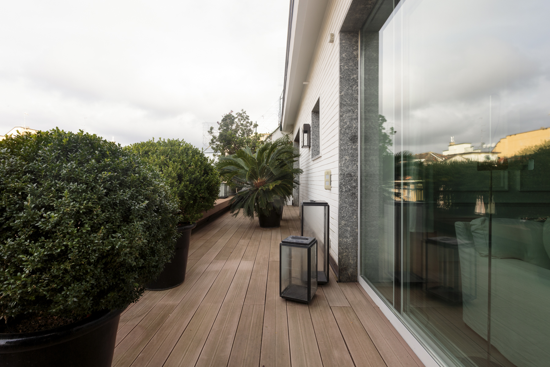 Additional photo for property listing at Splendid penthouse with breathtaking view of the city Via Rossini Milano, Milan 20122 Italy