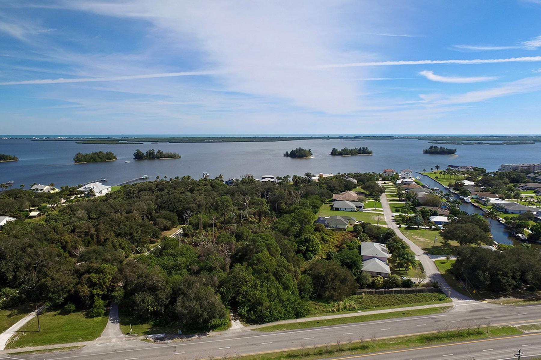 Terrain pour l Vente à Triplex Development Opportunity in Sebastian 11100 US Highway 1 Sebastian, Florida, 32958 États-Unis