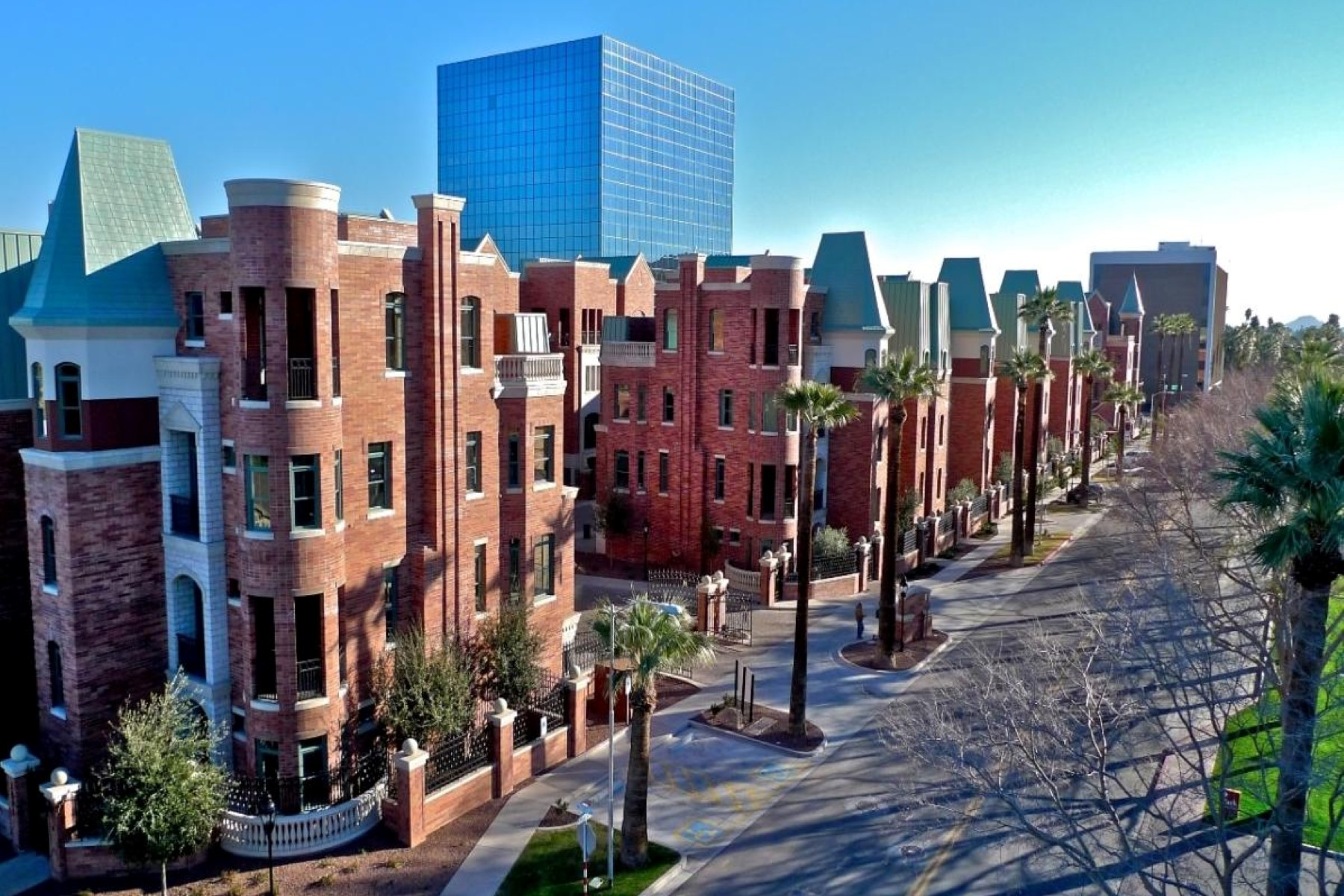 Maison en rangée pour l Vente à Downtown Phoenix Luxury Living - Chateau on Central 42 W Palm Lane Phoenix, Arizona, 85003 États-Unis