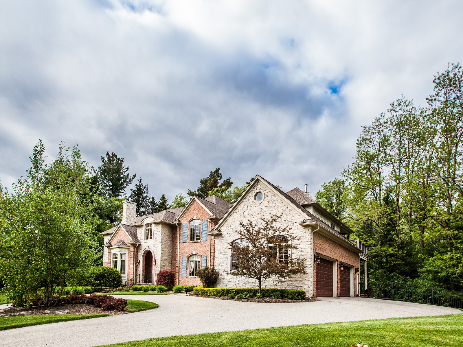 Maison unifamiliale pour l Vente à Bloomfield 917 Mitchell Court Bloomfield, Michigan 48304 États-Unis