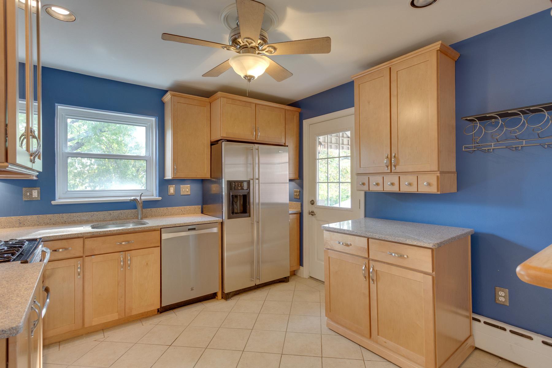 Appartamento per Affitto alle ore 11 Myrtle Street E A, Alexandria Alexandria, Virginia 22301 Stati Uniti