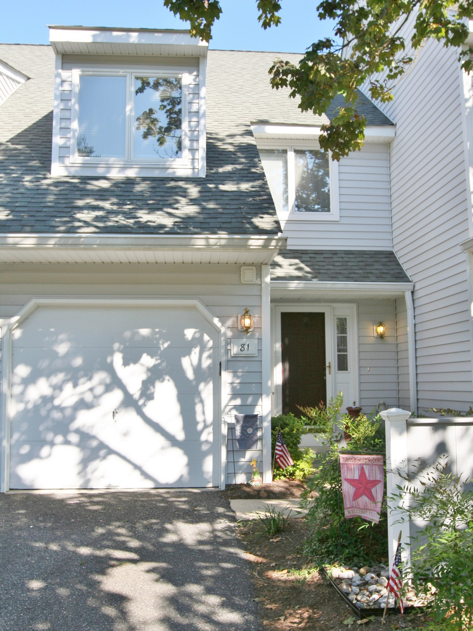 Property For Sale at 81 E. Thomas Ct