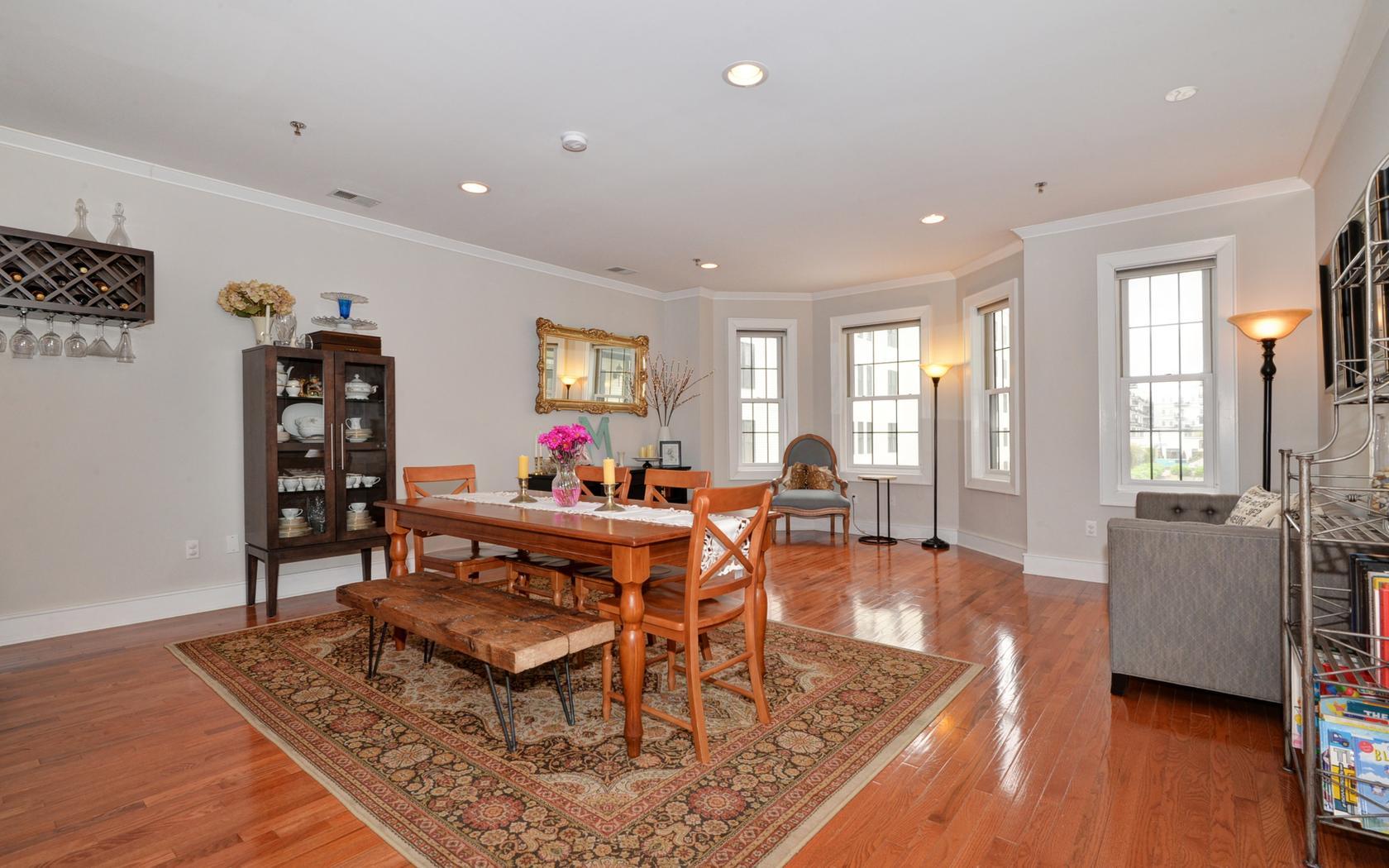 共管物業 為 出售 在 Exquisite Three Bedroom 904 Jefferson Street #3K Hoboken, 新澤西州, 07030 美國
