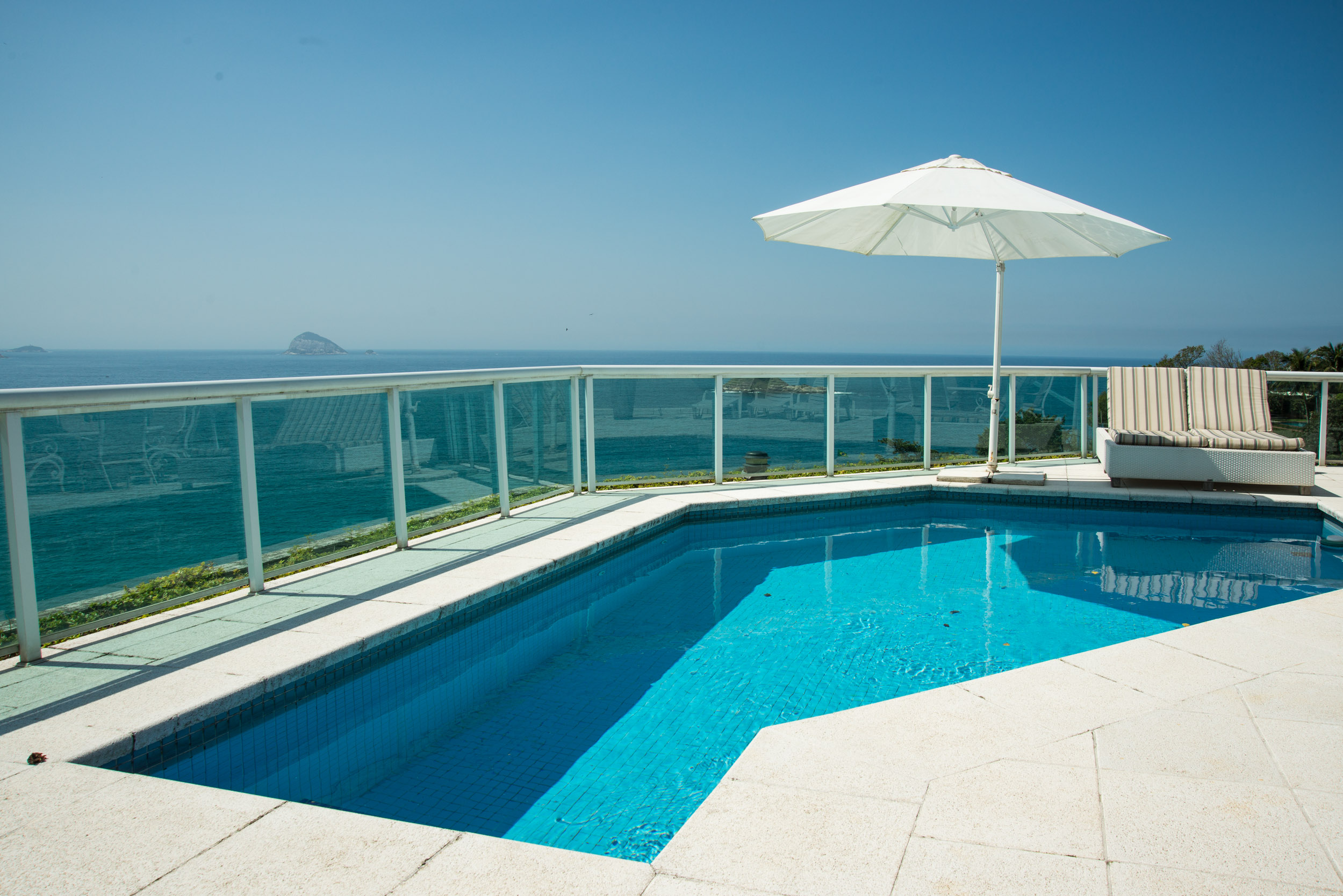 Частный односемейный дом для того Продажа на Beautiful House at Joá Rua Jackson de Figueiredo Rio De Janeiro, Рио-Де-Жанейро, 22611000 Бразилия