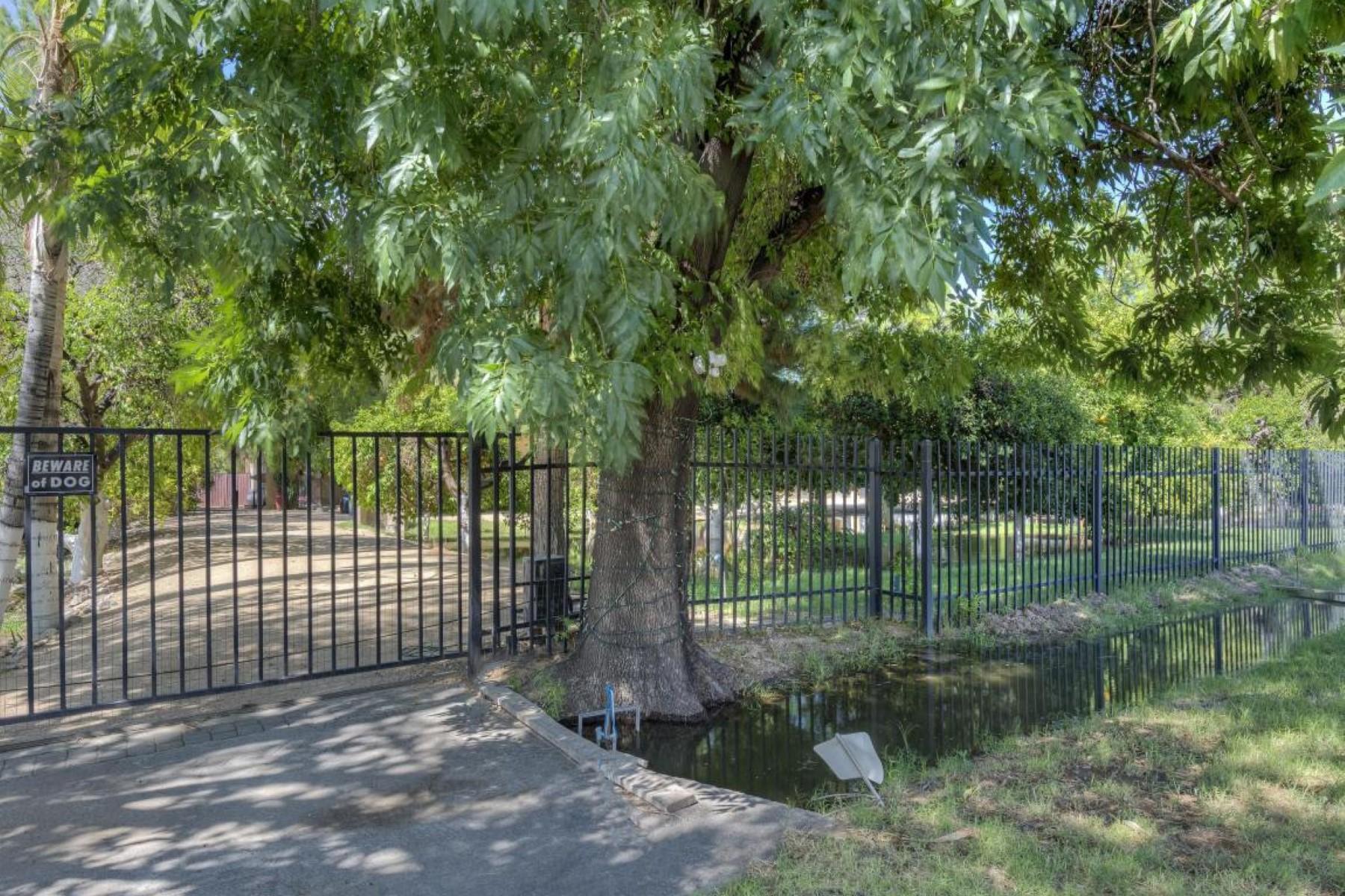 Maison unifamiliale pour l Vente à Located in the coveted Bartlett Heard Lands community in South Phoenix. 3844 E Vineyard Rd Phoenix, Arizona 85040 États-Unis