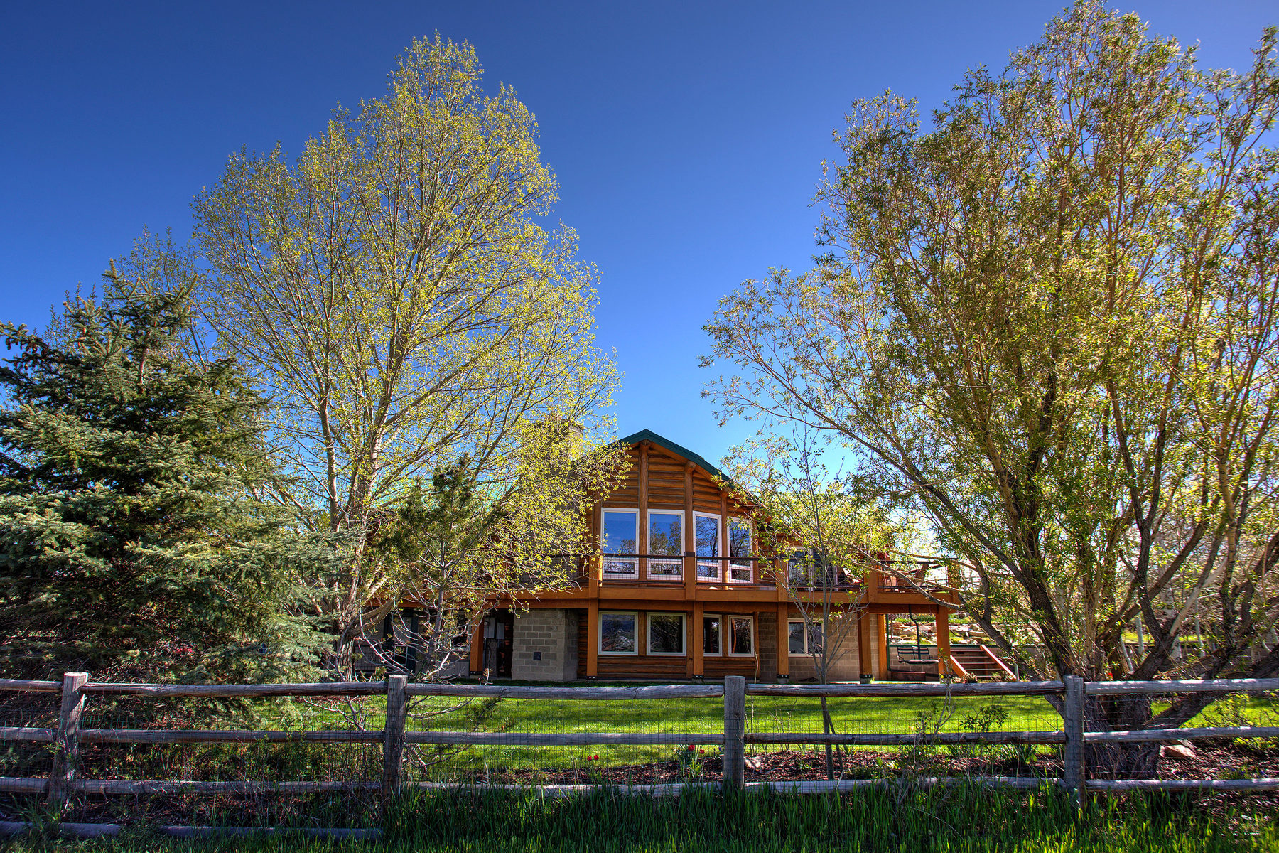 Villa per Vendita alle ore Gorgeous Log Home in Silver Creek 1116 E Parkway Dr Park City, Utah, 84098 Stati Uniti