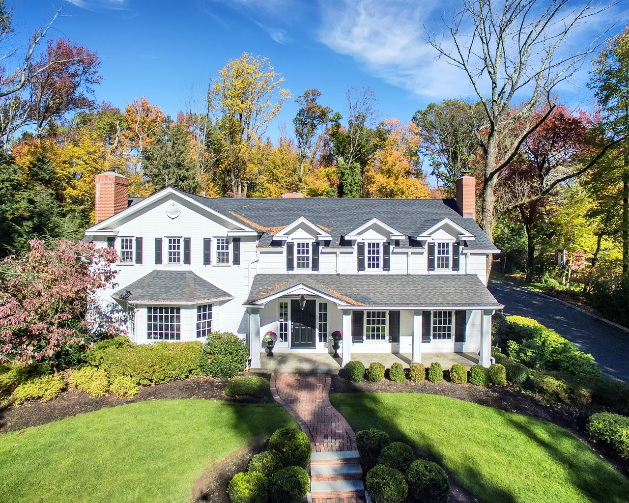 Villa per Vendita alle ore Charm and Understated Elegance 143 Oval Road Essex Fells, New Jersey, 07021 Stati Uniti