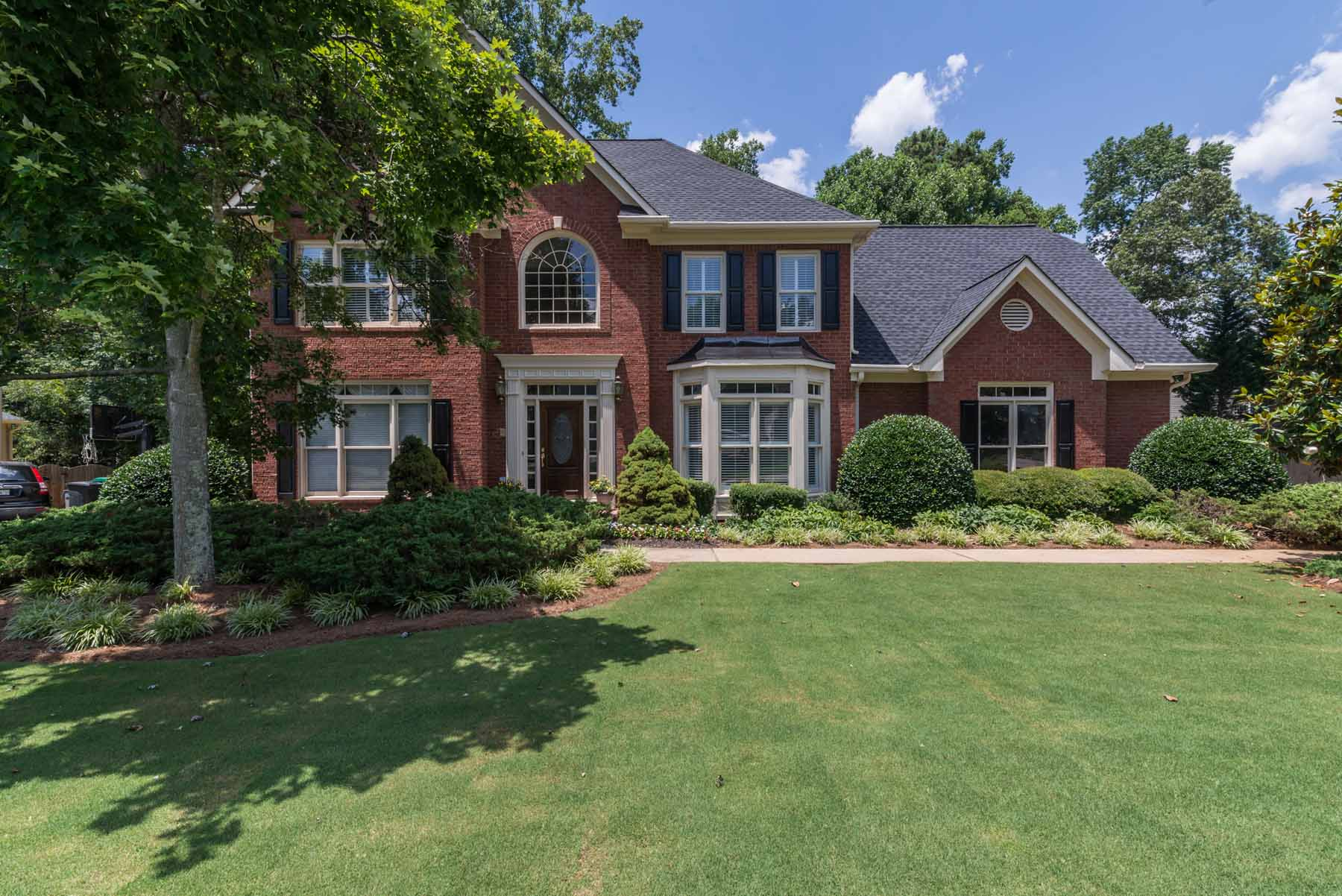 Частный односемейный дом для того Продажа на Immaculate John Wieland Resale in Sought After Cambridge 11830 Devon Downs Trail Alpharetta, Джорджия 30005 Соединенные Штаты