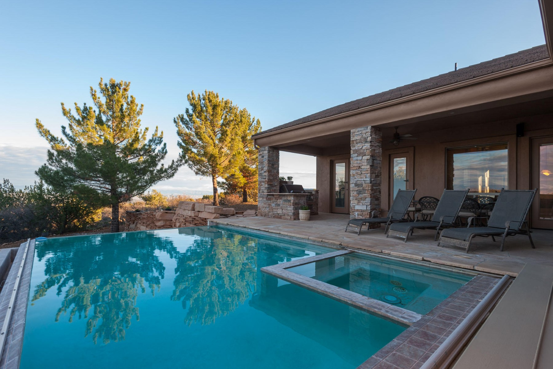Single Family Home for Sale at Absolutely stunning home with breathtaking panoramic views 2050 W Kokopelli Lane Cottonwood, Arizona, 86326 United States