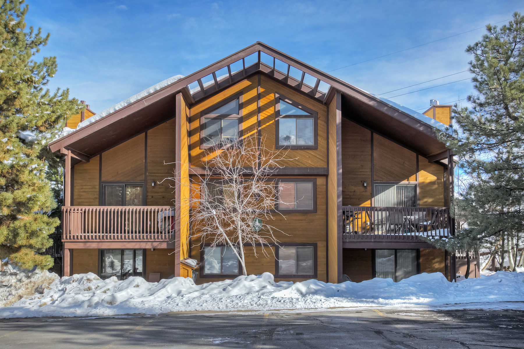 Copropriété pour l Vente à Updated and Fully Furnished Red Pine Condo 2025 Canyons Resort Dr #V-4 Park City, Utah 84098 États-Unis