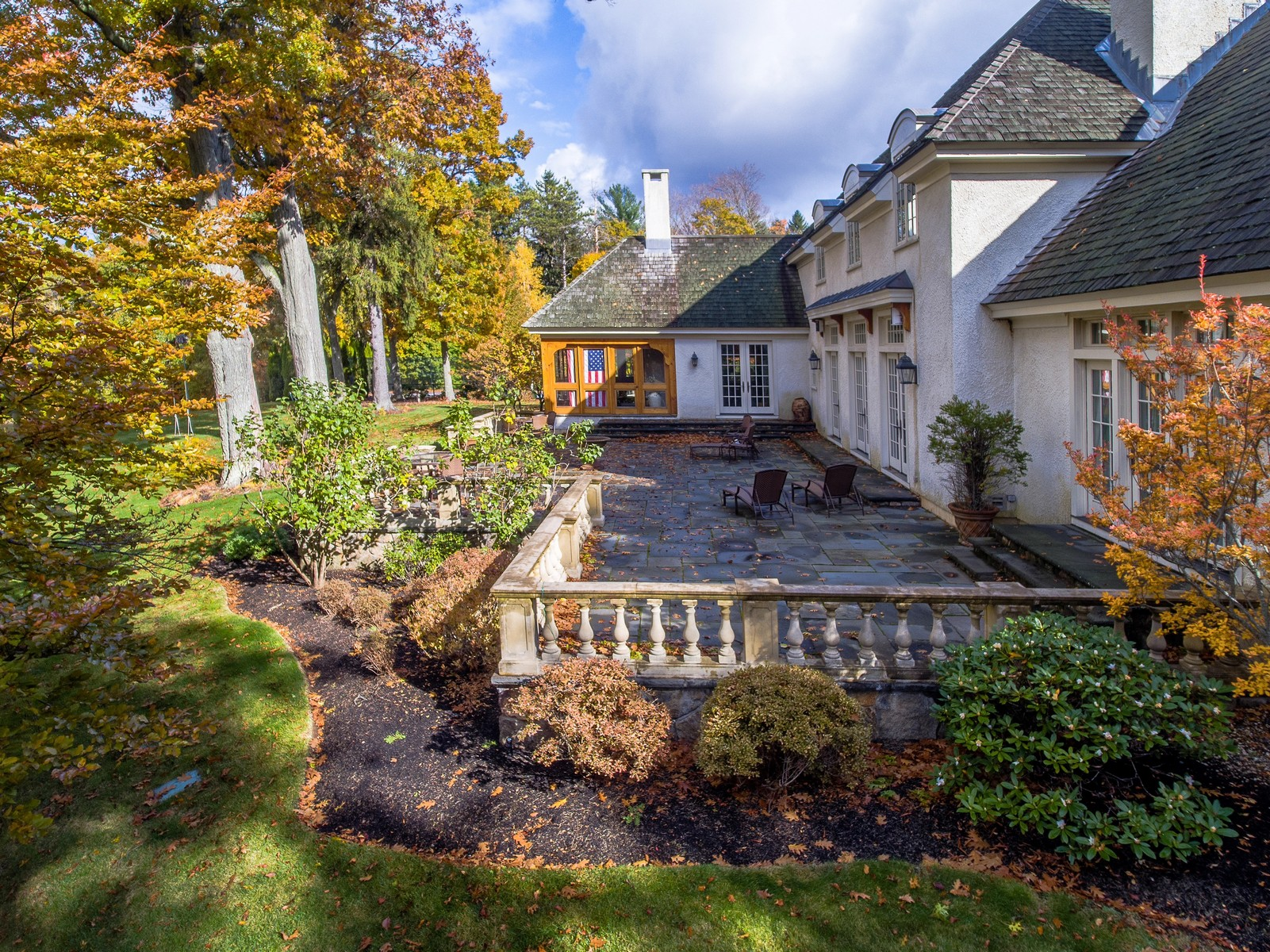 Additional photo for property listing at French Country Manor 57 Walnut Road Wenham, Massachusetts 01984 Estados Unidos