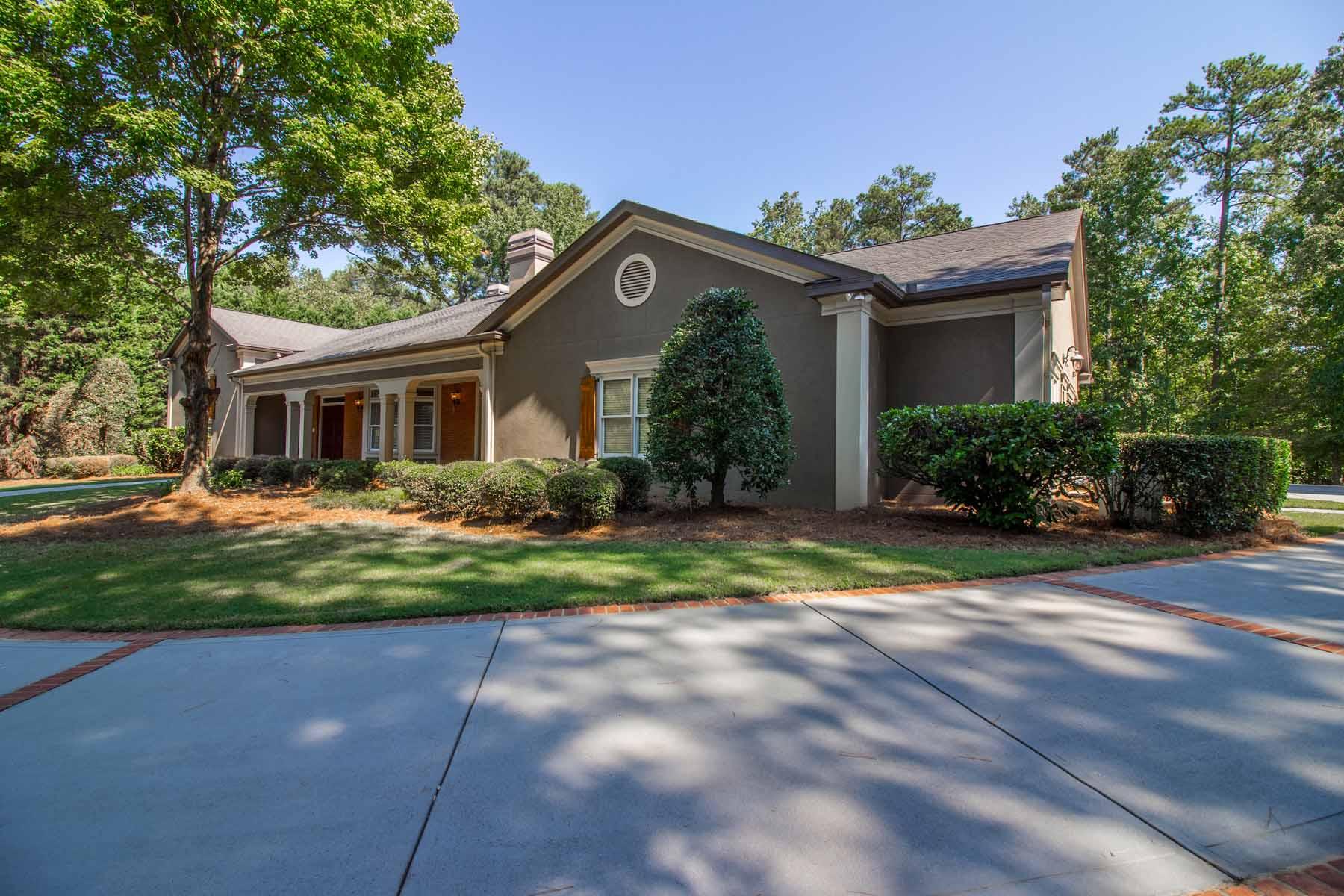 Nhà ở một gia đình vì Bán tại Lakefront Estate in Stonegate 1025 Stonegate Court Roswell, Georgia, 30075 Hoa Kỳ