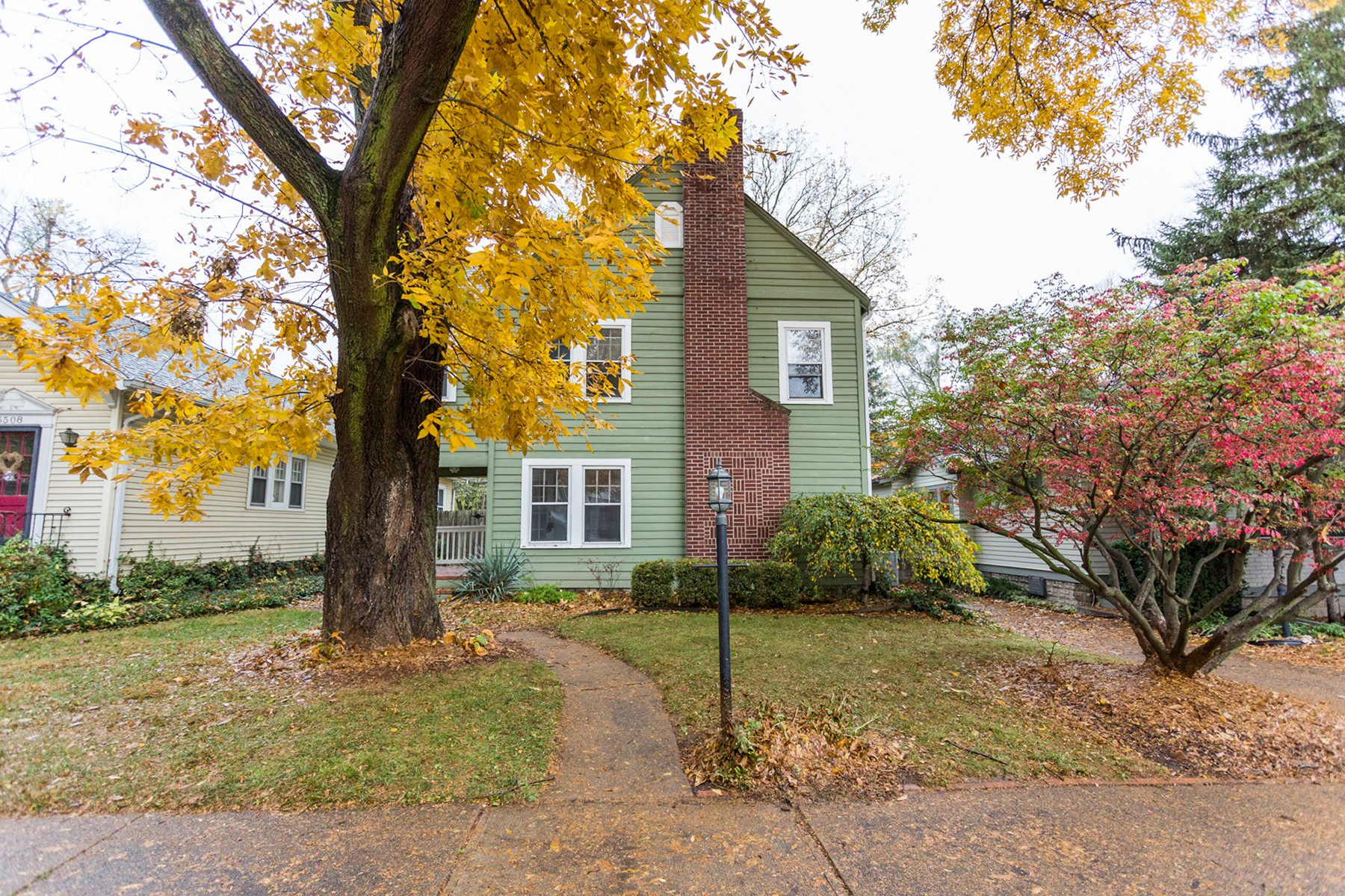 Single Family Home for Sale at Charming South Broad Ripple Home 5516 Carrollton Avenue Indianapolis, Indiana 46220 United States