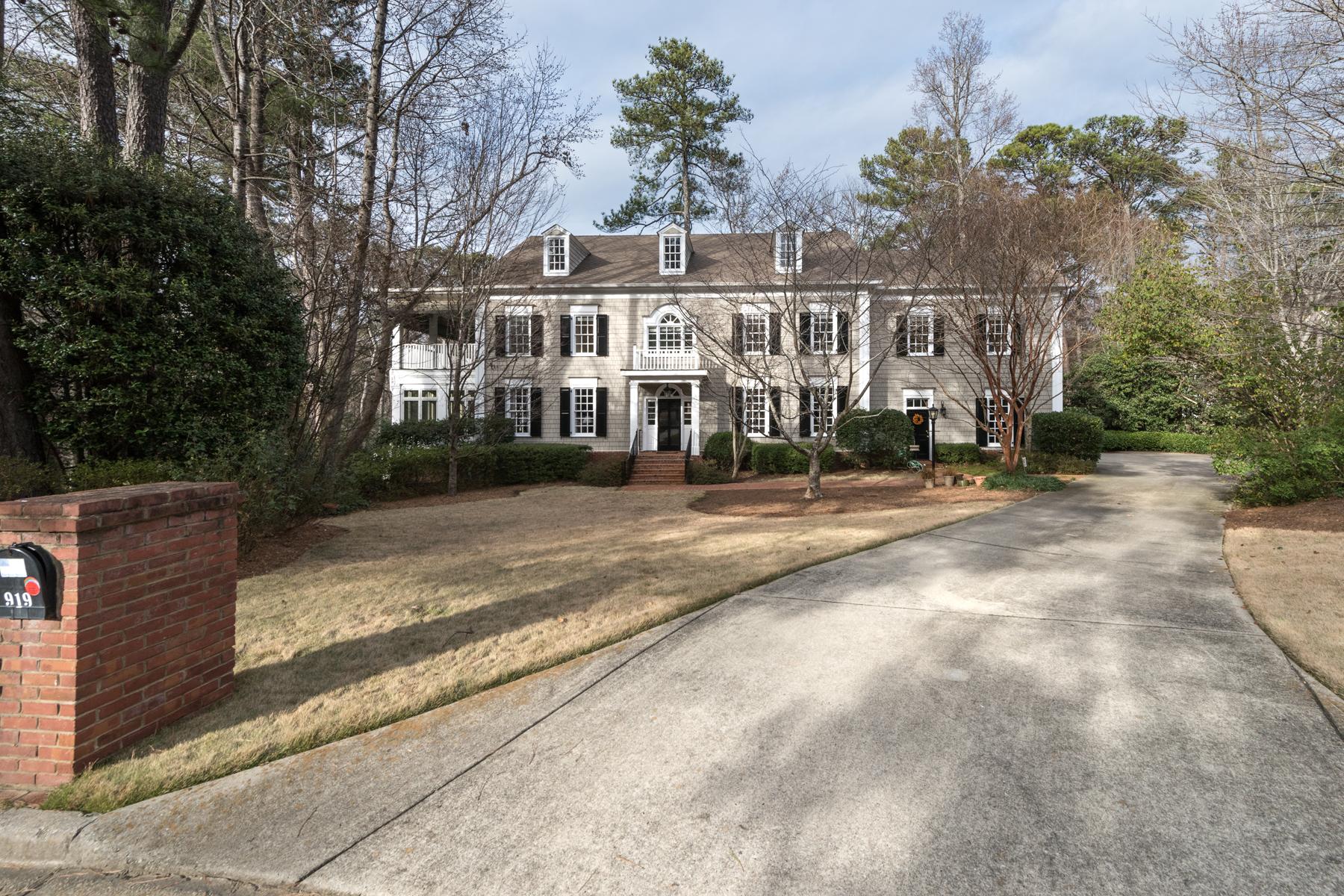 Maison unifamiliale pour l Vente à Elegant Traditional In Buckhead 919 Weyman Court NW Atlanta, Georgia, 30327 États-Unis