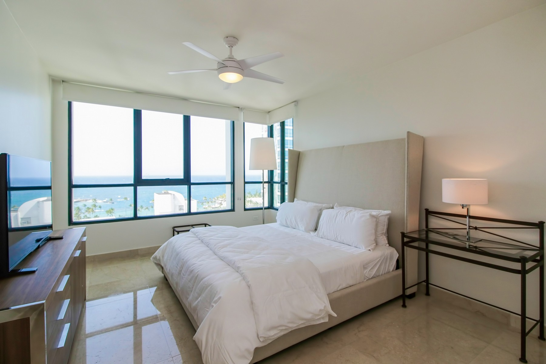 Additional photo for property listing at Stylish 12th floor Ocean-view apartment 37 Avenida Muñoz Rivera San Juan, Puerto Rico 00901 Puerto Rico