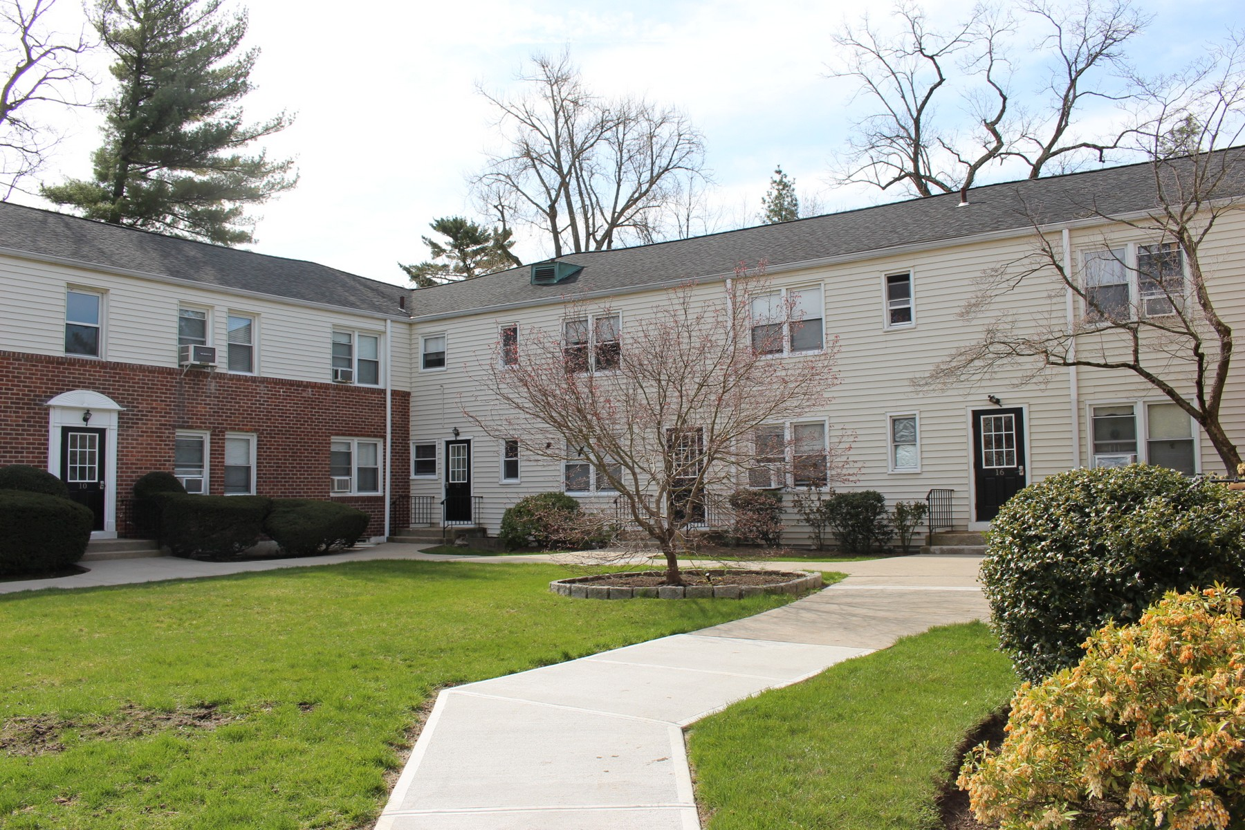 sales property at Sun-filled Co-Op at Tappan Landing
