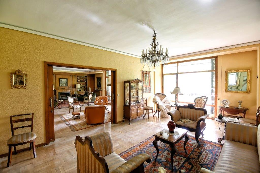Single Family Home for Sale at Excelente piso el Barrio de Salamanca con garaje Madrid, Madrid, Spain
