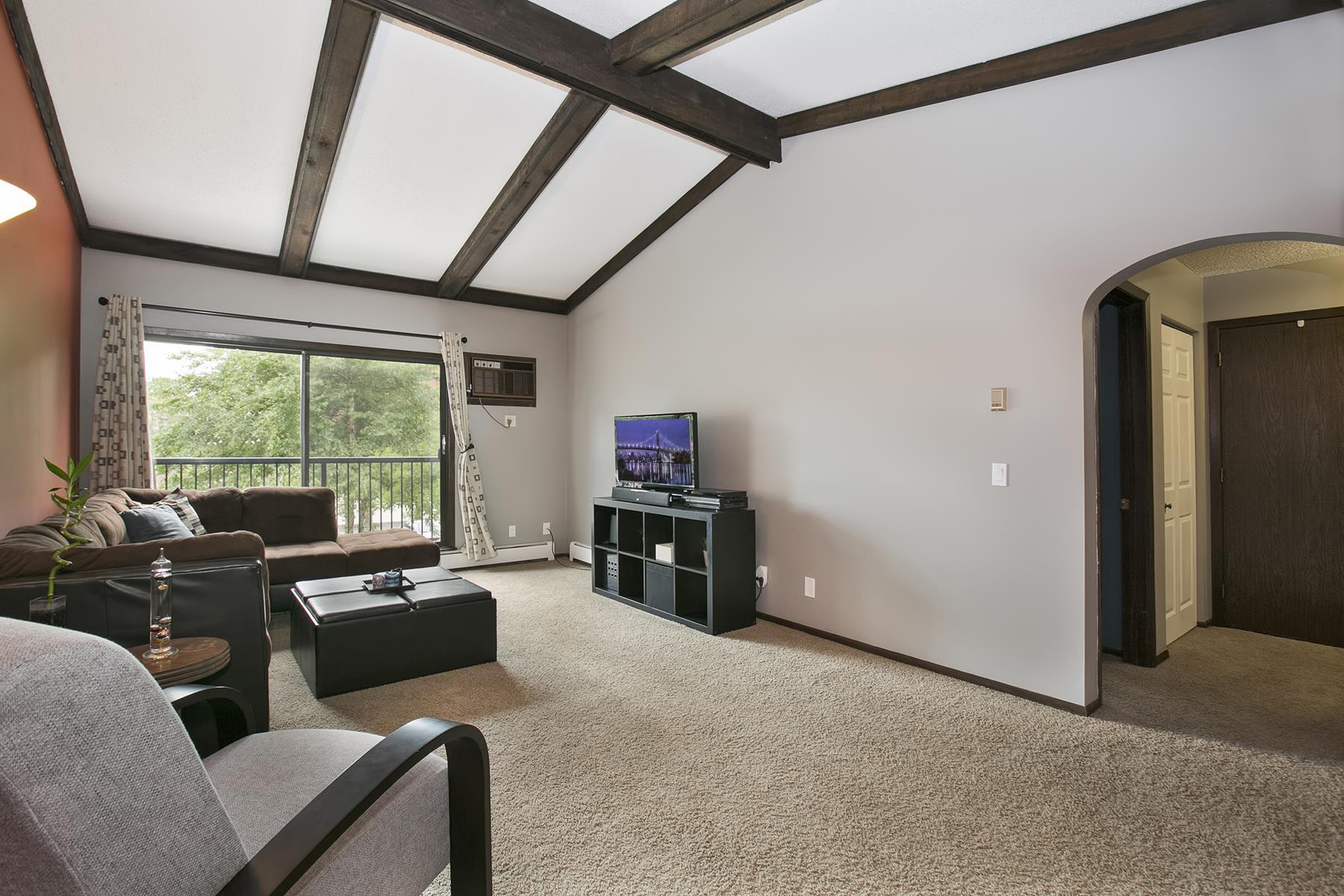 Condomínio para Venda às 7340 York Avenue S #207 Edina, Minnesota 55435 Estados Unidos