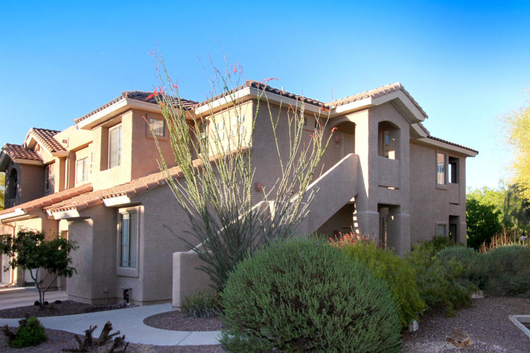 Single Family Home for Sale at Beautifully decorated three bedroom home 755 W Vistoso Highlands Drive #220 Oro Valley, Arizona, 85755 United States