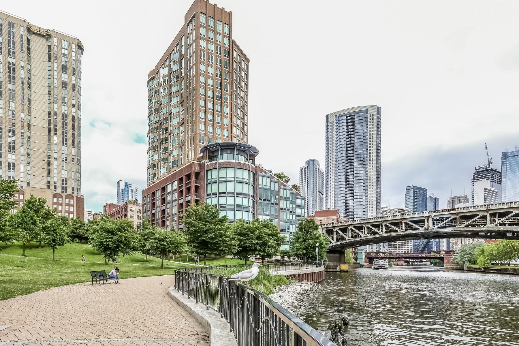 콘도미니엄 용 매매 에 Alluring Corner Duplex Penthouse 600 N Kinsgbury Street Unit 509 Chicago, 일리노이즈, 60654 미국