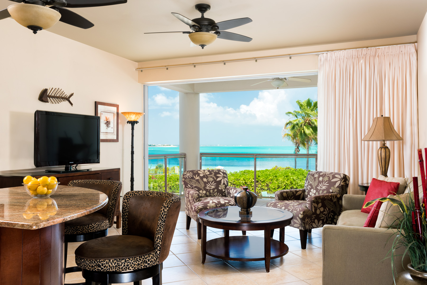 Additional photo for property listing at Coral Gardens - Suite 4201 Beachfront Grace Bay, Провиденсьялес TC Теркс И Кайкос