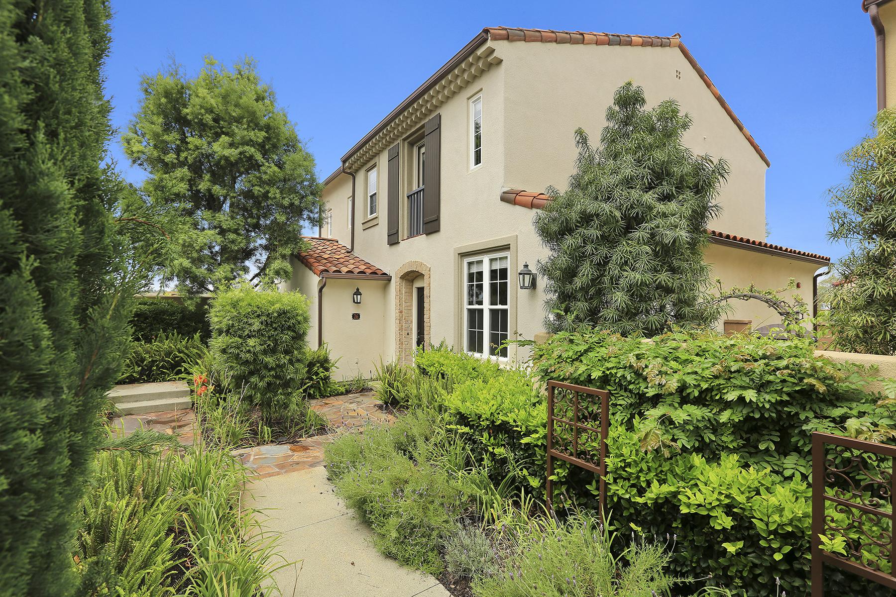 Appartement en copropriété pour l Vente à 26 Gardenpath Irvine, Californie 92603 États-Unis