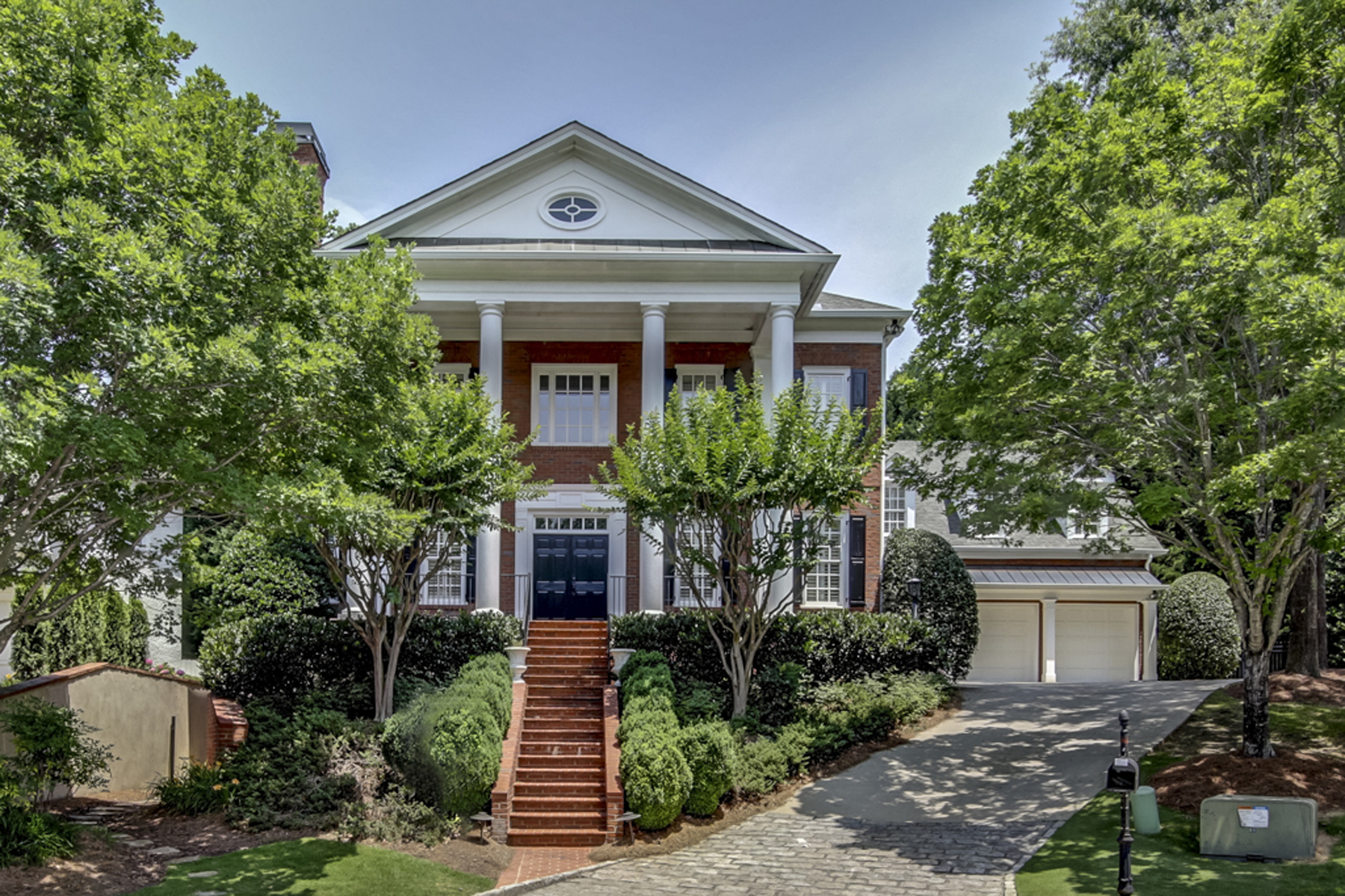 Casa Unifamiliar por un Venta en Traditional Stunning Executive Home 225 High Point Walk Sandy Springs, Georgia, 30342 Estados Unidos
